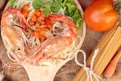 Spaghetti z krewetkowym i pomidorowym kumberlandem wyśmienicie Obraz Royalty Free
