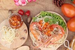 Spaghetti z krewetkowym i pomidorowym kumberlandem wyśmienicie Zdjęcia Royalty Free