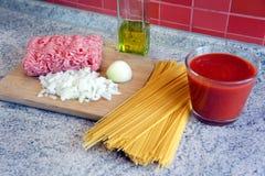 Spaghettibewohner- von bolognesevorbereitung Lizenzfreie Stockfotografie