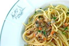 Spaghettideegwaren met arselle kleine overzeese tweekleppige schelpdieren Royalty-vrije Stock Afbeelding