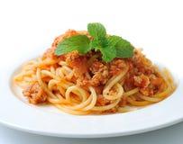 Spaghettideegwaren met de saus van het tomatenrundvlees royalty-vrije stock fotografie