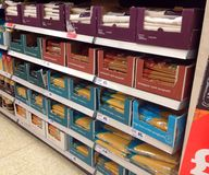Spaghettideegwaren op een opslagplank Stock Fotografie