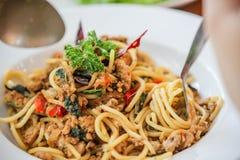 Spaghettihühnerspaghettis würziges Huhn spaketty Stockbild