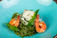Spaghettipesto met garnaal stock fotografie