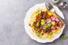 Spaghettis Bolognaise überstiegen mit gehacktem Rindfleisch Lizenzfreie Stockfotografie