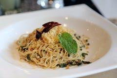 Spaghettis in der weißen Platte Lizenzfreie Stockfotos
