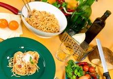 Spaghettis für das Mittagessen Stockfoto
