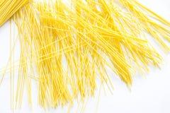 Spaghettis kein ordentlicher Platz und weißes backgroud Lizenzfreie Stockfotos