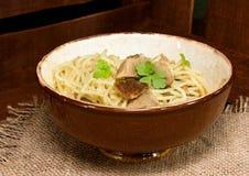 Spaghettis mit Fleisch stockfoto
