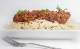 Spaghettis mit Fleisch lizenzfreie stockbilder