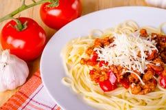 Spaghettis mit Gemüse und Fleisch Lizenzfreie Stockfotografie
