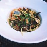 Spaghettis mit Meeresfrüchten - Teigwaren- und Italienerkücherezepte redeten Konzept an lizenzfreies stockbild