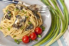 Spaghettis mit Pilzsoße Stockfotografie