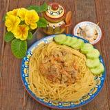 Spaghettis mit Soße und Fleisch Lizenzfreie Stockfotos