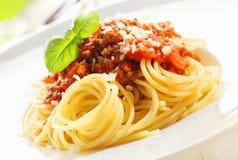 Spaghettis mit Soße von Bolognese Stockbilder