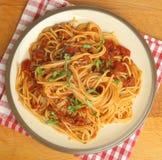 Spaghettis mit Tomate Ragu Lizenzfreies Stockbild