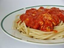 Spaghettis mit Tomatensauce Stockfotos