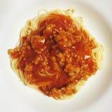 Spaghettis mit Tomatensauce stockfotografie