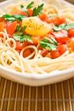 Spaghettis mit Tomatensauce - Teigwaren- und Italienerkücherezepte redeten Konzept an lizenzfreie stockfotos