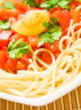 Spaghettis mit Tomatensauce - Teigwaren- und Italienerkücherezepte redeten Konzept an stockfotografie