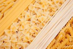 Spaghettis penne farfalle Lizenzfreie Stockfotografie