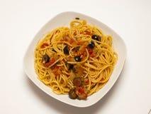 Spaghettis puttanesca Stockfoto