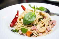 Spaghettis, Schinken Lizenzfreie Stockbilder