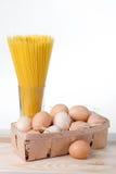 Spaghettis und Eier Lizenzfreie Stockbilder