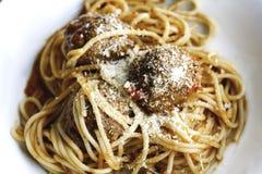 Spaghettis und Fleischklöschen stockbild