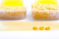 Spaghettis und Makkaroni lizenzfreie stockfotografie