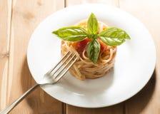 Spaghettis und Tomatensauce Stockbilder