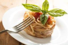 Spaghettis und Tomatensauce Lizenzfreie Stockfotografie