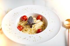 Spaghettiteigwaren mit Kirschtomaten Lizenzfreies Stockbild