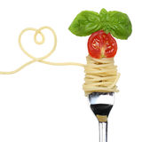 Spaghettiteigwarenmahlzeit mit Herzen auf einem Gabelliebesthema Stockfotos