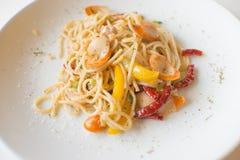 Spaghettiworst met droge Spaanse pepers Stock Foto