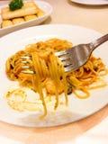 spaghettizeevruchten op vork Stock Foto's