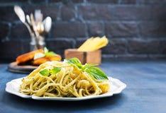 Spaghetty med pesto Arkivfoto