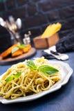 Spaghetty med pesto Royaltyfria Bilder