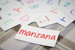 Spagnolo; Apprendimento della parola nuova con le carte di alfabeto Fotografia Stock