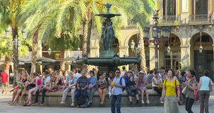 BARCELONA, SPAIN, MAY 22, 2017: Barcelona Plaza Real, famous square with fountain and palms. SPAIN BARCELONA JULY 2017: Barcelona Plaza Real, famous square with stock video