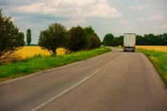 spain för bergpyrenees väg lastbil Royaltyfri Fotografi