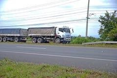 spain för bergpyrenees väg lastbil Arkivfoton