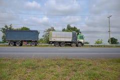 spain för bergpyrenees väg lastbil Arkivbild