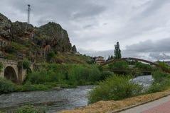 spain Järnbro och stenbro av Cervera de Pisuerga Palencia royaltyfri fotografi