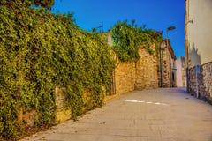 spain rua em Castell de Ribes Um dia ensolarado morno imagens de stock royalty free