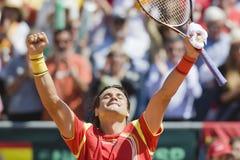 Spains David Ferrer viert de overwinning tijdens Davis Cup Stock Afbeeldingen