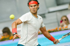 Spains Rafael Nadal nell'azione durante il tennis Ope di Madrid Mutua Immagine Stock