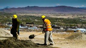 Spalare degli operai di costruzione dell'Afghanistan fotografia stock libera da diritti