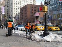 Spalare neve sulle vie fotografia stock libera da diritti