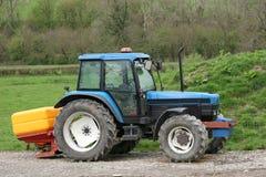 Spalmatore del fertilizzante e del trattore Fotografia Stock Libera da Diritti